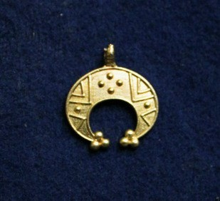 Crescent pendant p10 by ArmourAndCastings