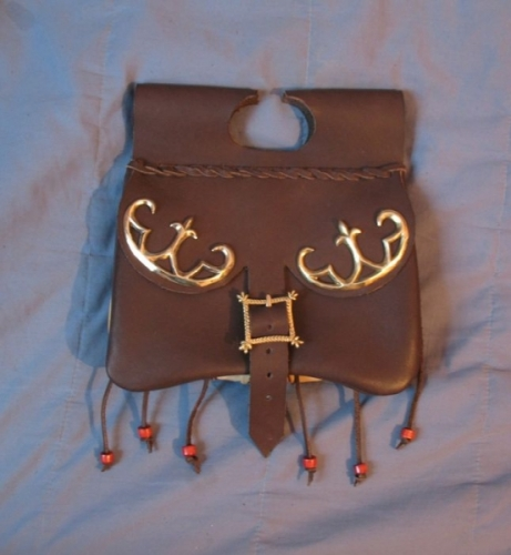LL04m Medieval kidney pouch from Dordreht with extra mount on flap