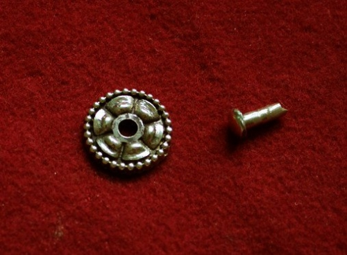Cast rosette with rivet  tn15