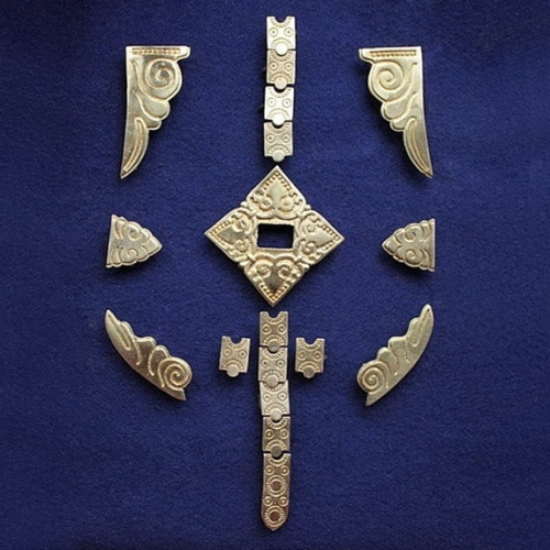 RT05 Shestovitsa 42 burial tarsoly set