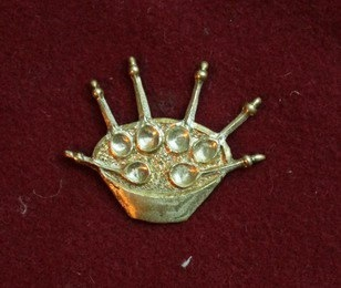 m81 Medieval piligrim badge