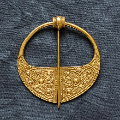 Celtic penannular broosh ra13