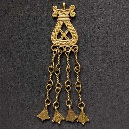Susurrous pendants with duck feet rp03