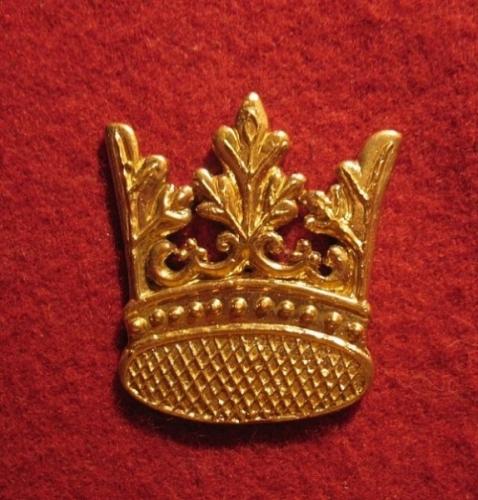 M03 Crown medieval piligrim badge