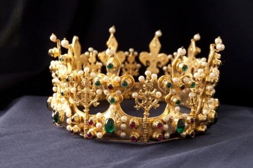 Medieval crown 4