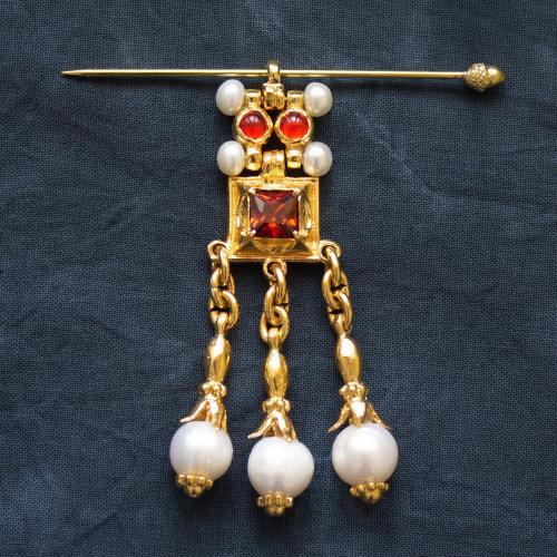 Stylized brooch-pendant for headdress EA16