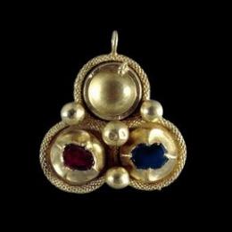 European female medieval pendant ea31