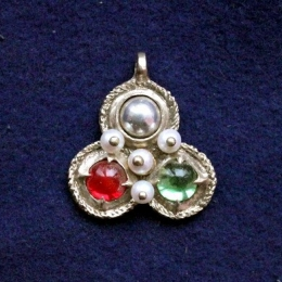 European female medieval pendant ea31