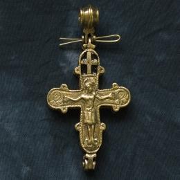 Cross-encolpion p28