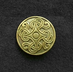 Saxon disc brooch RA22