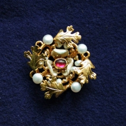 Brooches EA35