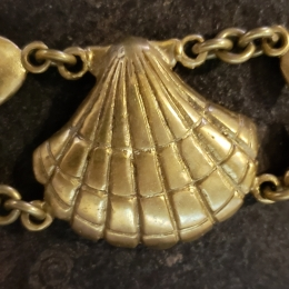 Scallop chain link