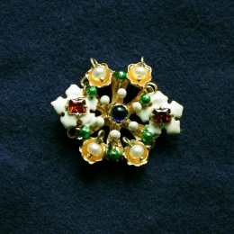 Brooches EA36
