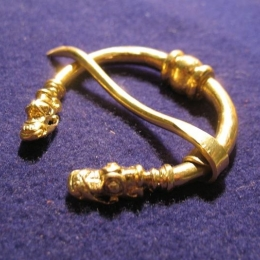 Scandinavian brooch ra08