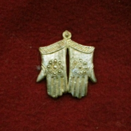 "m53 ""Gloves"" Medieval piligrim badge"