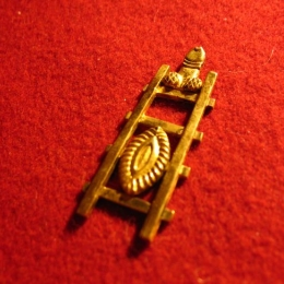 M22 Medieval carnival badge