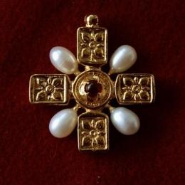 Late medieval Cross pendant EA52