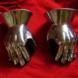 Hourglass gauntlets with lamellar fingered