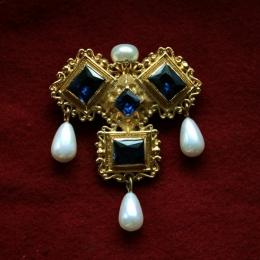 """Three Brothers"" medieval brooch ea57"