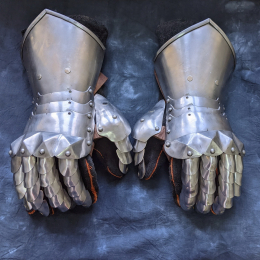 Basic gothic fingered gauntlets