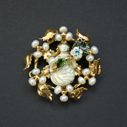 Central brooch from the Cleveland Necklace EA33